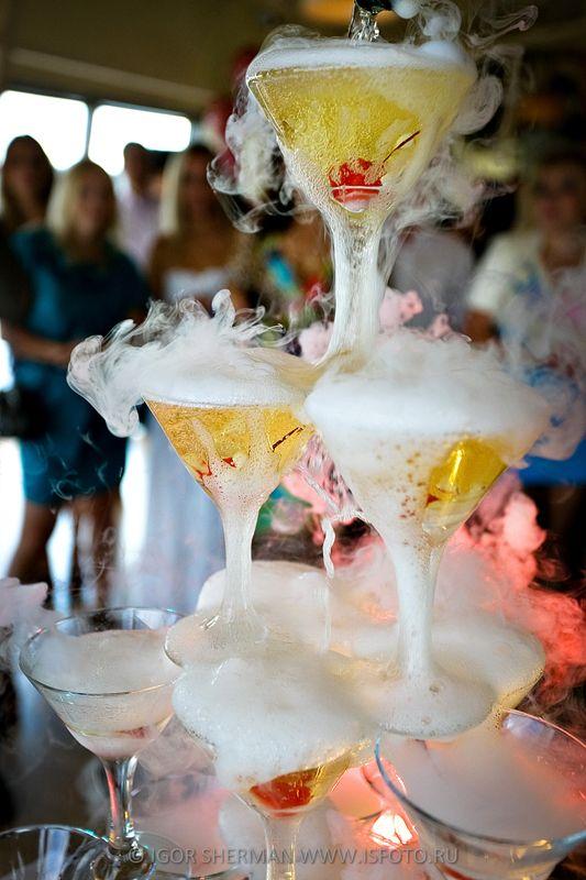 Пирамида из шампанского в Крыму